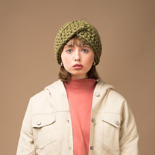 Opaska damska z wełny w kolorze khaki na głowę ciepła wełniana - Brunon Muszyński