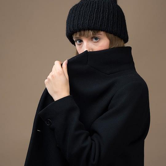 Czapka zimowa damska czarna z wełny alpaka prezent dla niej - Brunon Muszyński