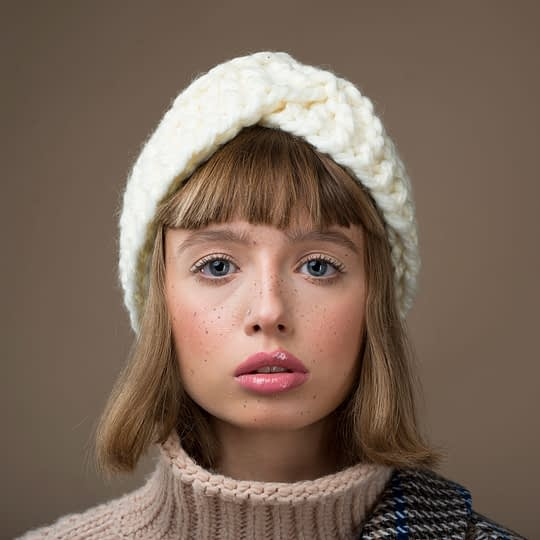 Opaska zimowa na głowę damska wykonana z wełny alpaka biała - Brunon Muszynski